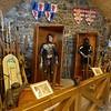 Jeder der folgenden ungarischen Herrscher hinterließ seine Spuren auf dem Burgberg: um 1400 kam eine dritte Ringmauer hinzu, die Palastgebäude wurden vergrößert, am Ende des 15. Jahrhunderts ließ König Matthias Corvinus den inneren Teil des Schlosses komplett renovieren. Die Königsinsignien wurden in dieser Zeit in der oberen Burg aufbewahrt.