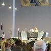 Am Sonntag ist die Allerheiligenkirche gerammelt voll, Die Kommunionsfeier  ist eindrucksvoll.