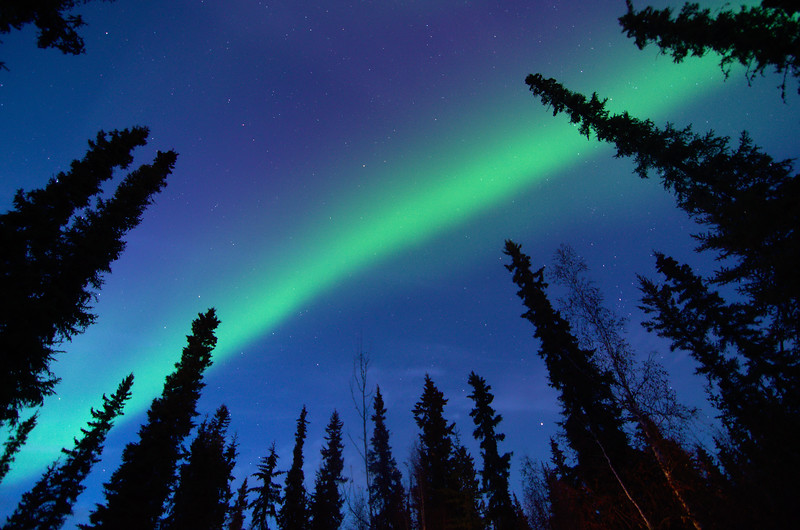Viewing and photographing the northern lights in twilight