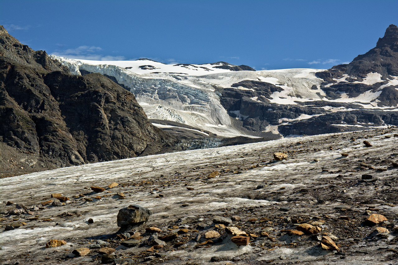 The O'Brien Icefall from the Castner Glacier