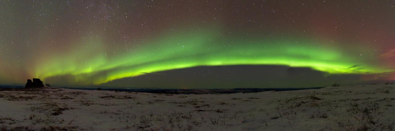 Aurora borealis over Murphy Dome in Fairbanks