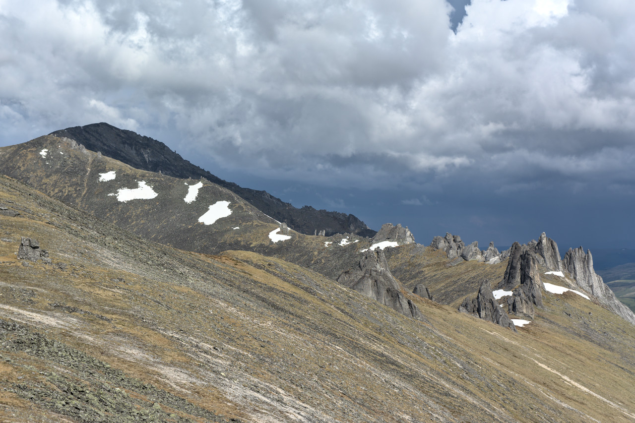 Mt. Prindle and Wind Chimes, giant tors on a ridge. A great hike in the White Mountain National Recreation Area.