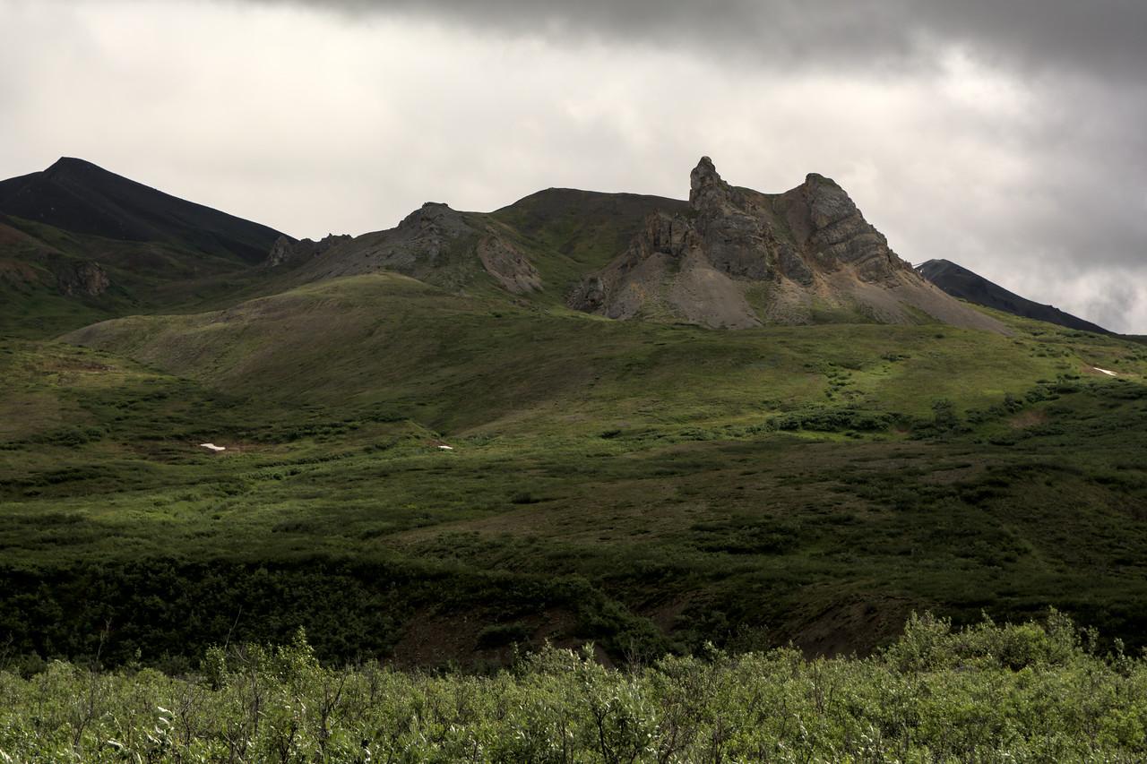 Hoodoo Mountains from the road near the Gulkana Glacier