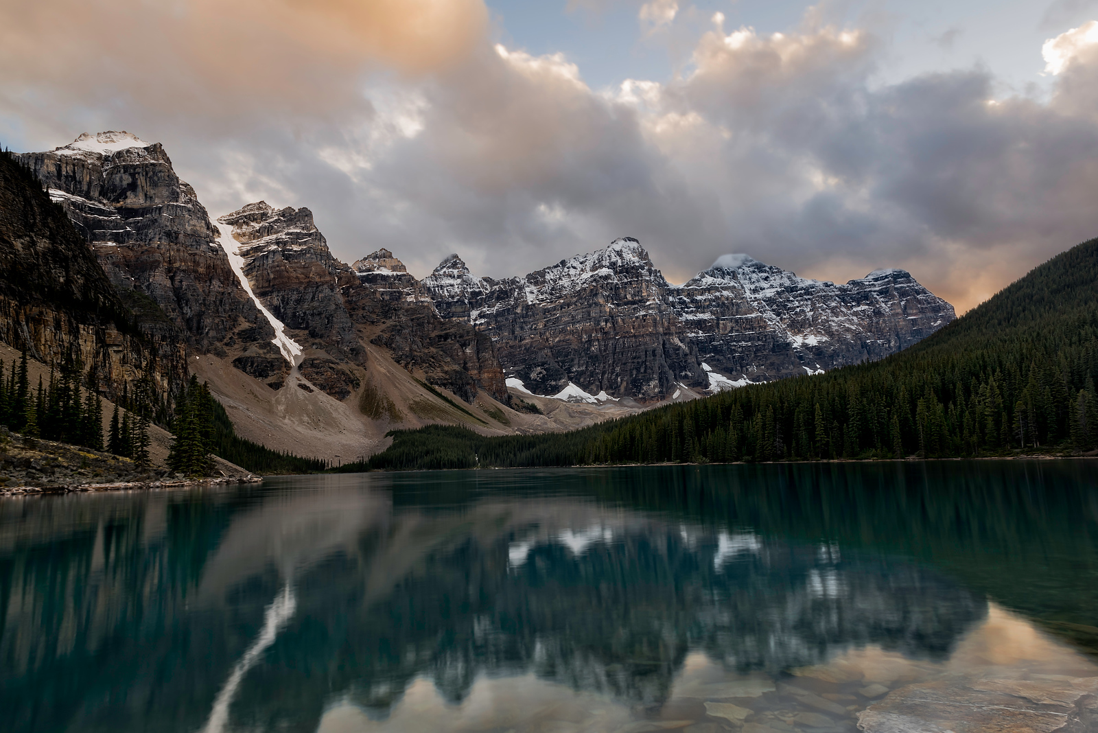 Moraine Lake Banff Notional Park Alberta