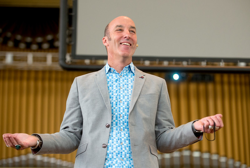 Stanford d.school co-founder and executive director George Kembel delivers a lecture on innovation Thursday, June 29, 2017 on the Amphitheater stage.  DAVE MUNCH/PHOTO EDITOR