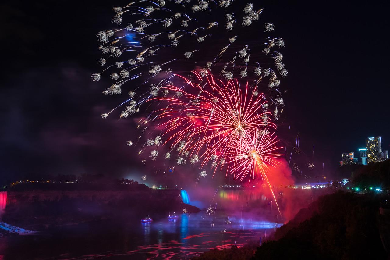 fireworks-niagara-falls