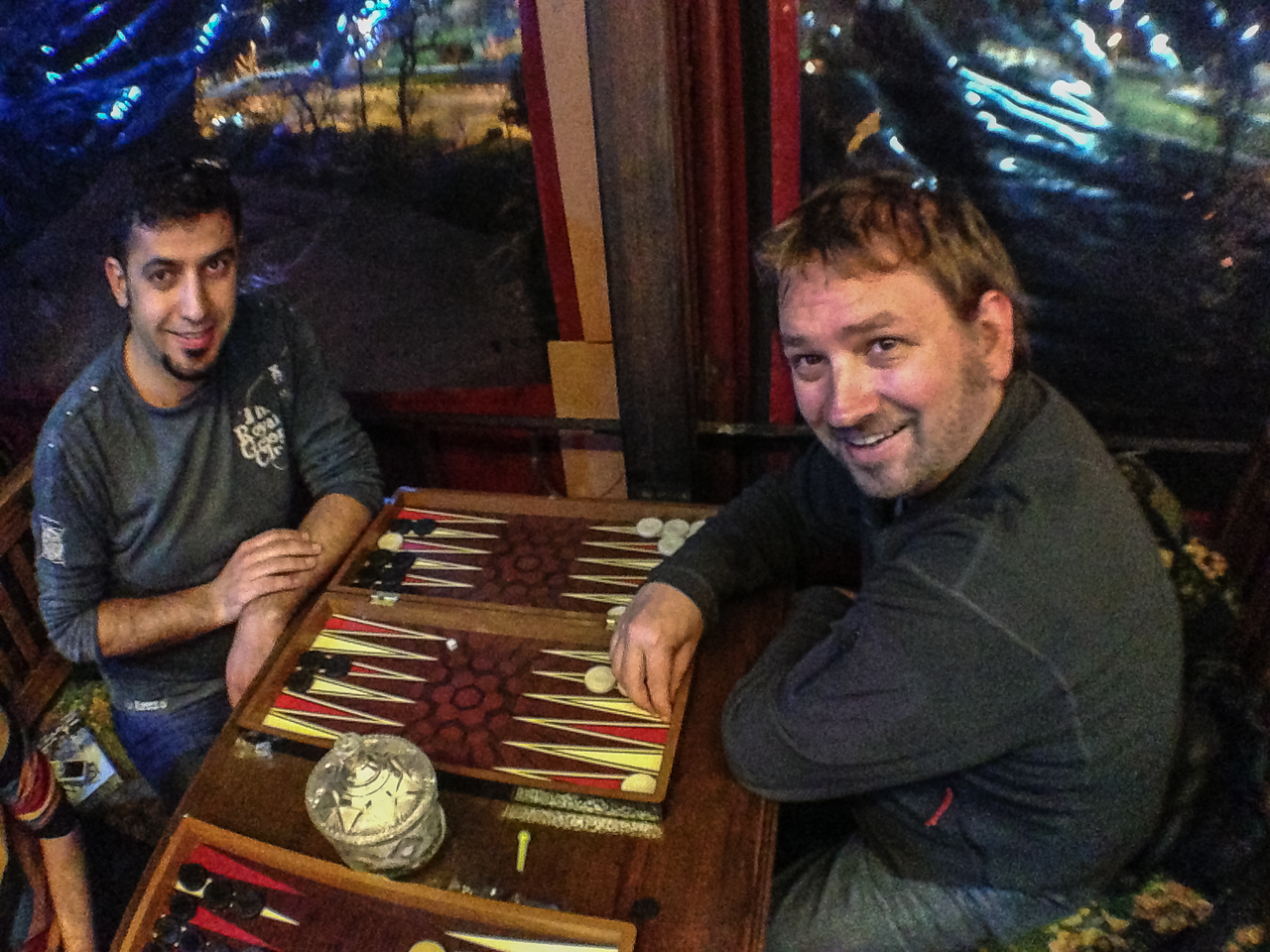 Things to do in Istanbul, play backgammon