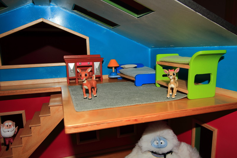 Dollhouse- 3rd floor bedroom