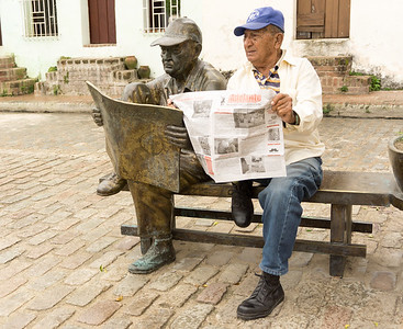 Readers Plaza del Carmen.ARW