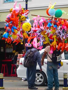 balloon vendors Otovalo market