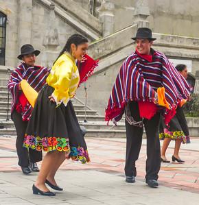 Quito dancers