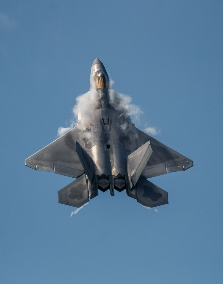 F-22 Raptor Climb with Vapor