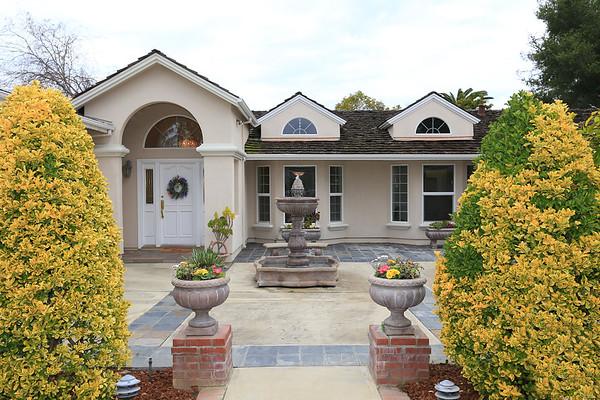 243 Merritt Rd, Los Altos
