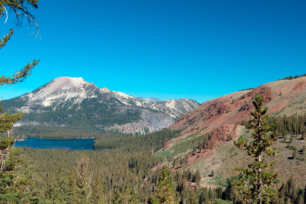 Looking back towards Lake Mary & Mammoth Mountain from around 9,500 ft on the Duck Pass Trail