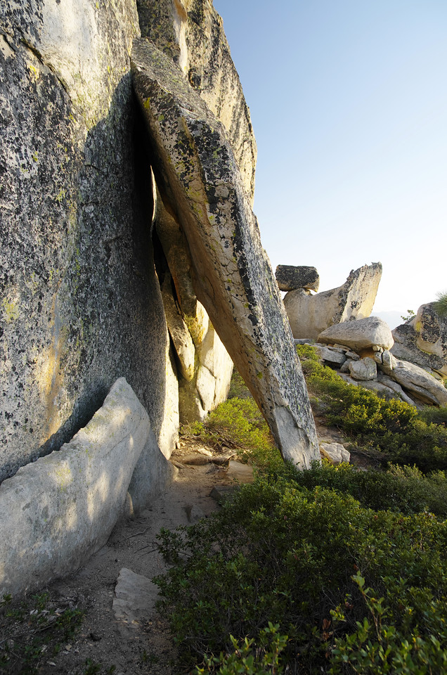 More wierd rock formations near the true summit of Jackass Rock.