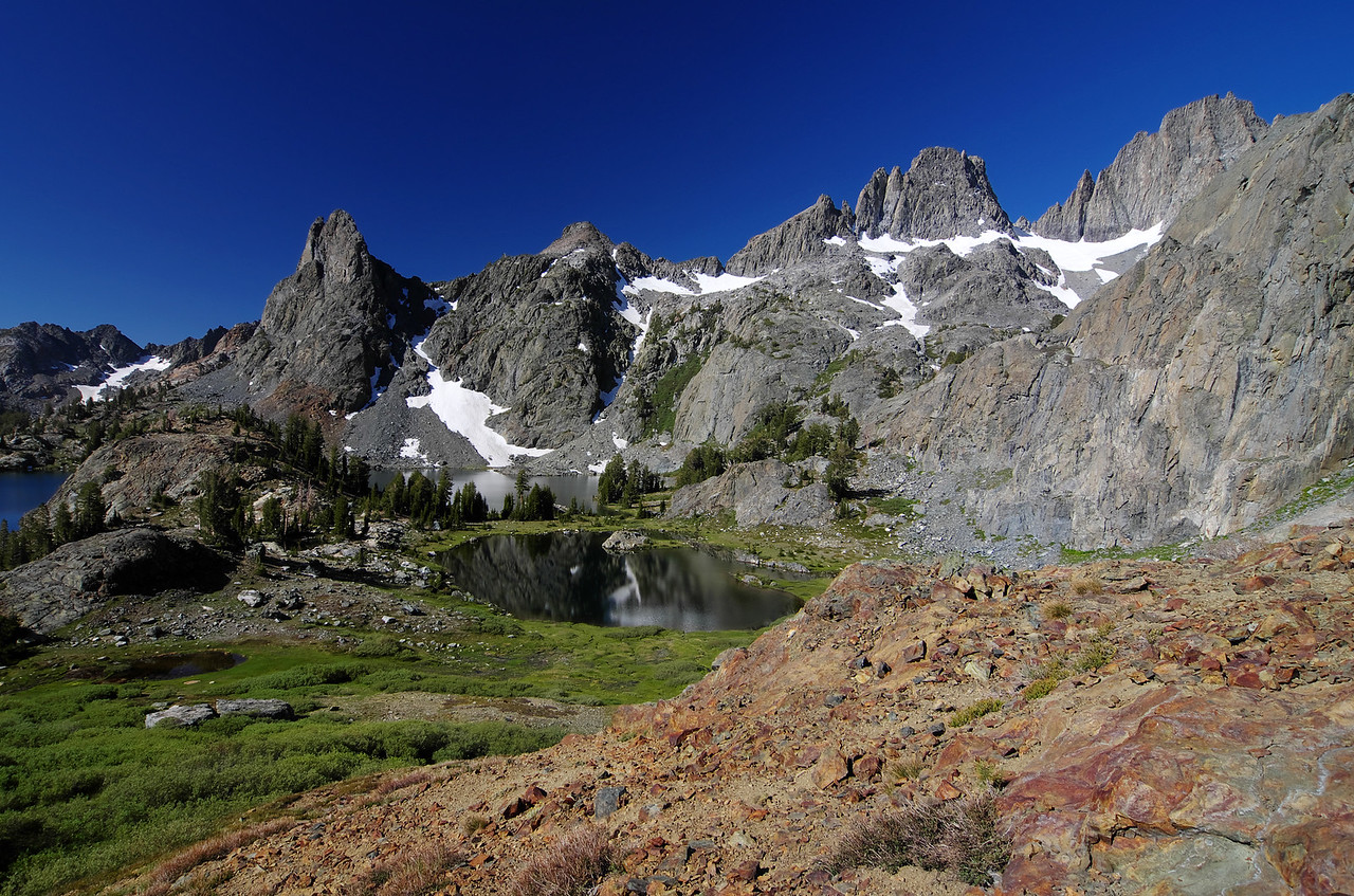 A iron-influx of color adds to the awesome scenery along the grassy southern slope extending from Minaret Lake to the summit of Volcanic Ridge.