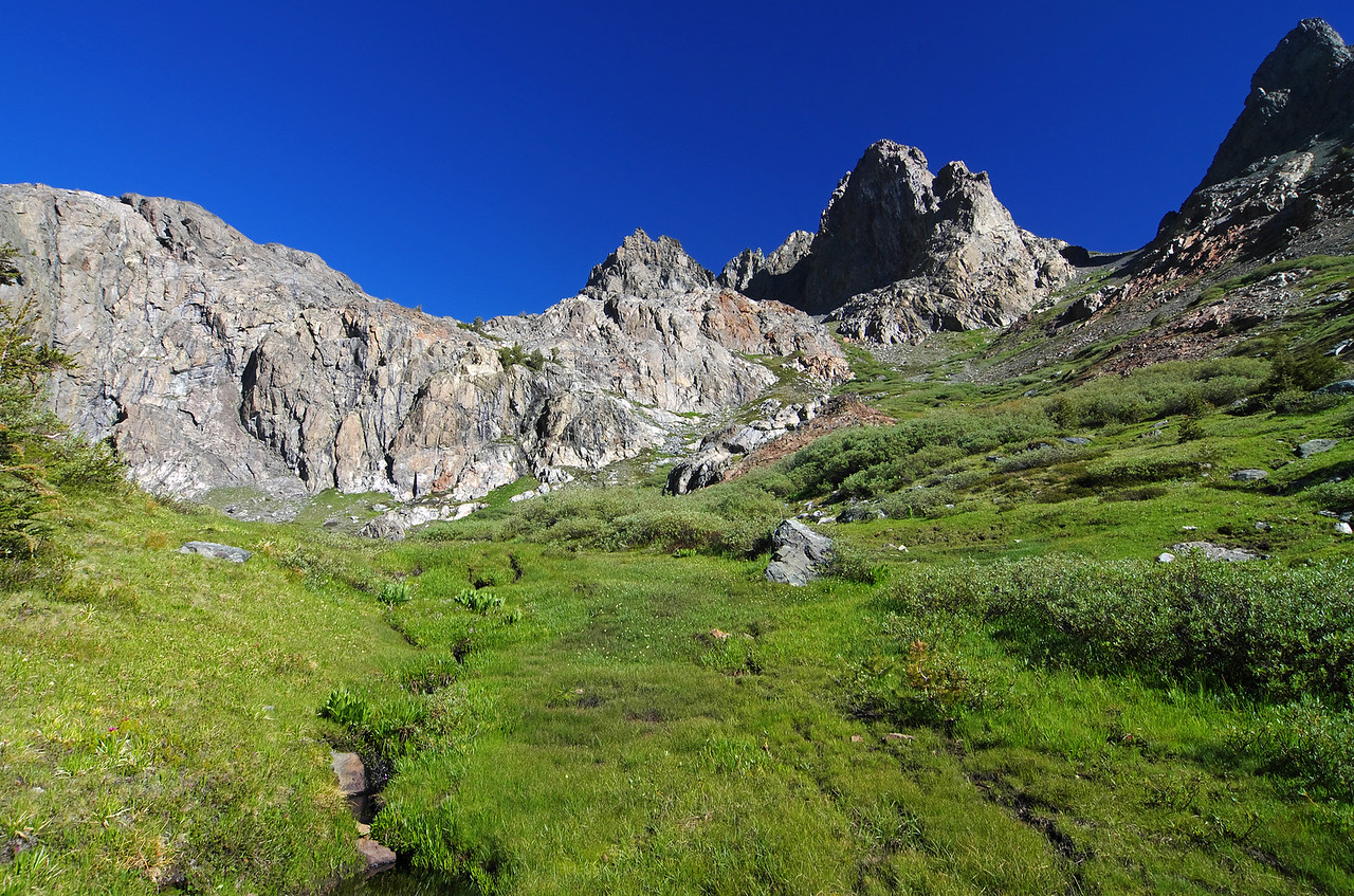 The long grassy slope that leads you to the summit of Volcanic Ridge.
