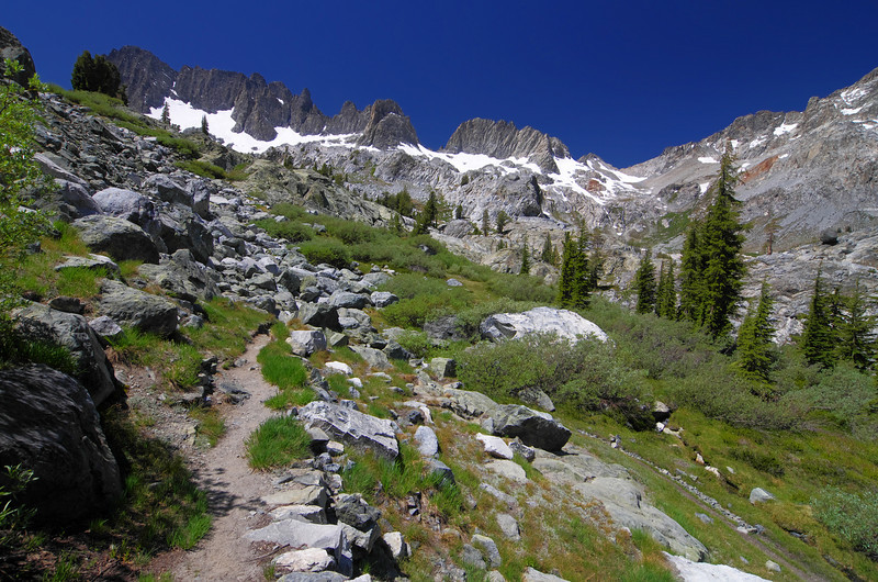 As the terrain levels out towards Ediza Lake, the Mammoth Minarets come back into view.