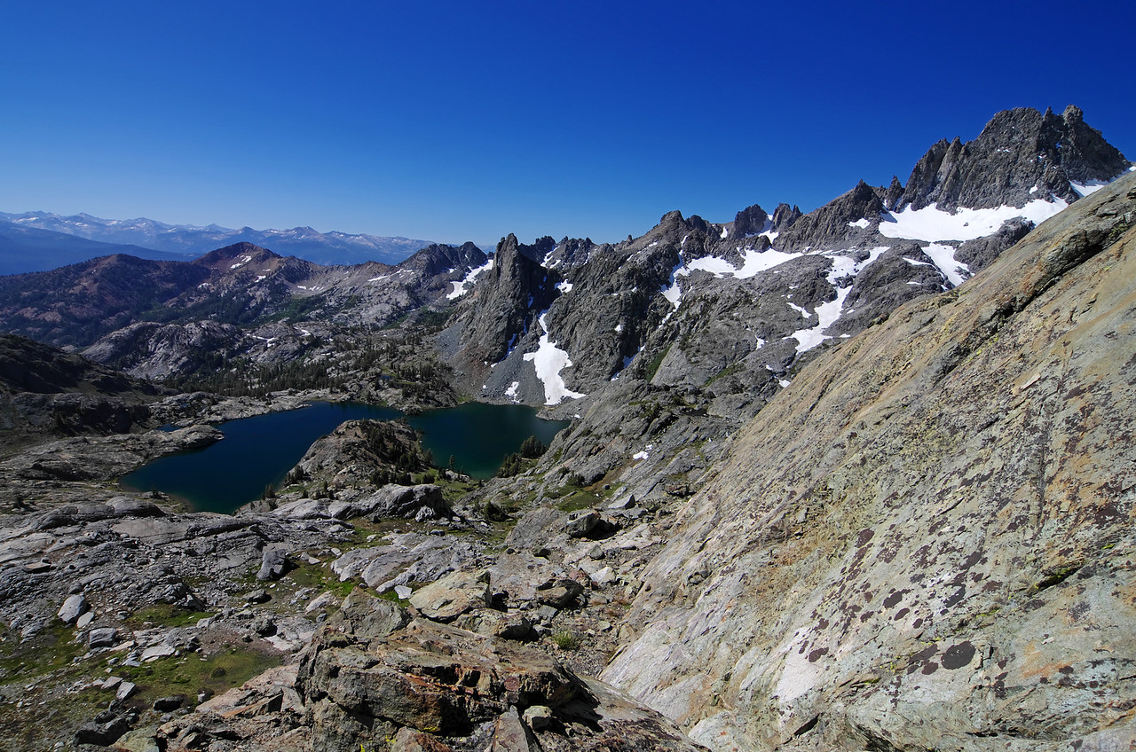 The change in angular perception of Minaret Lake becomes more evident that I'm climbing higher towards a good view of the Mammoth Minarets.
