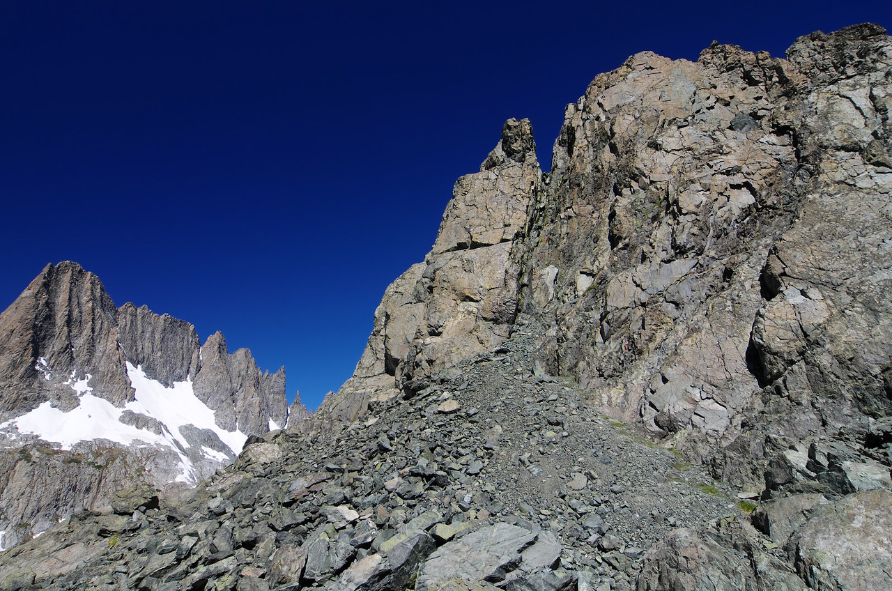 I eye the lower handles of Volcanic Ridge in the upper right of this picture and imagine the visual possibilities from their summits towards the Mammoth Minarets as seen in the lower left of this picture.