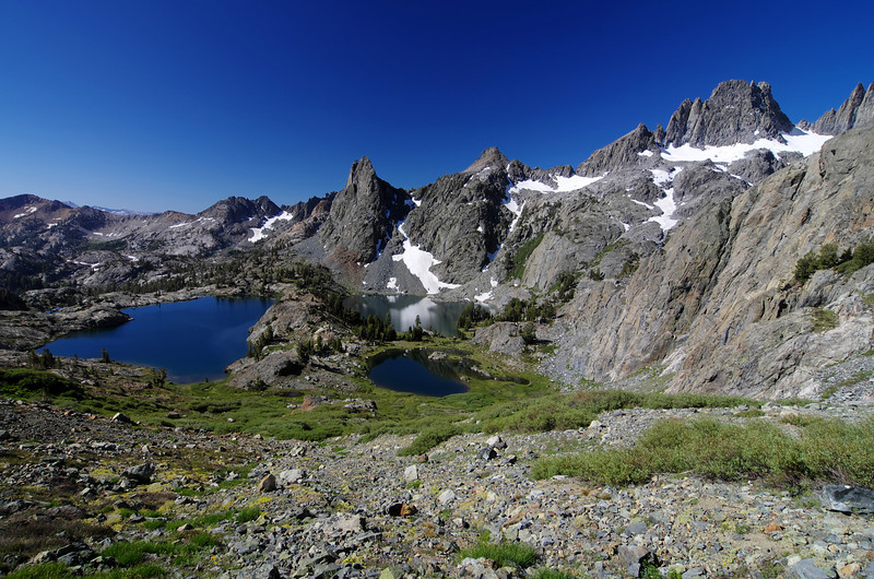 Minaret Lake looks smaller as I continue to climb further up Volcanic Ridge.