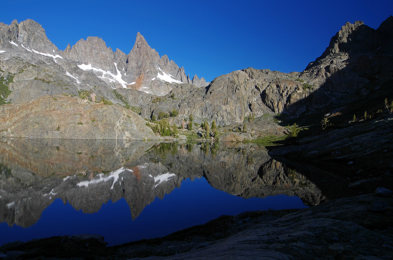 Morning reflections of the SE end of Minaret Lake.