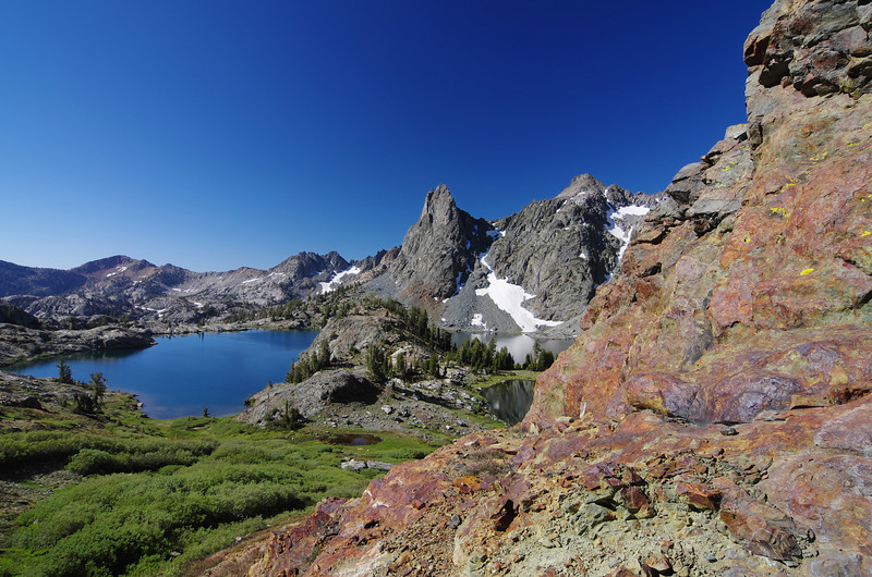 Minaret Lake will start to disapear and reapear as I make my climb up Volcanic Ridge.