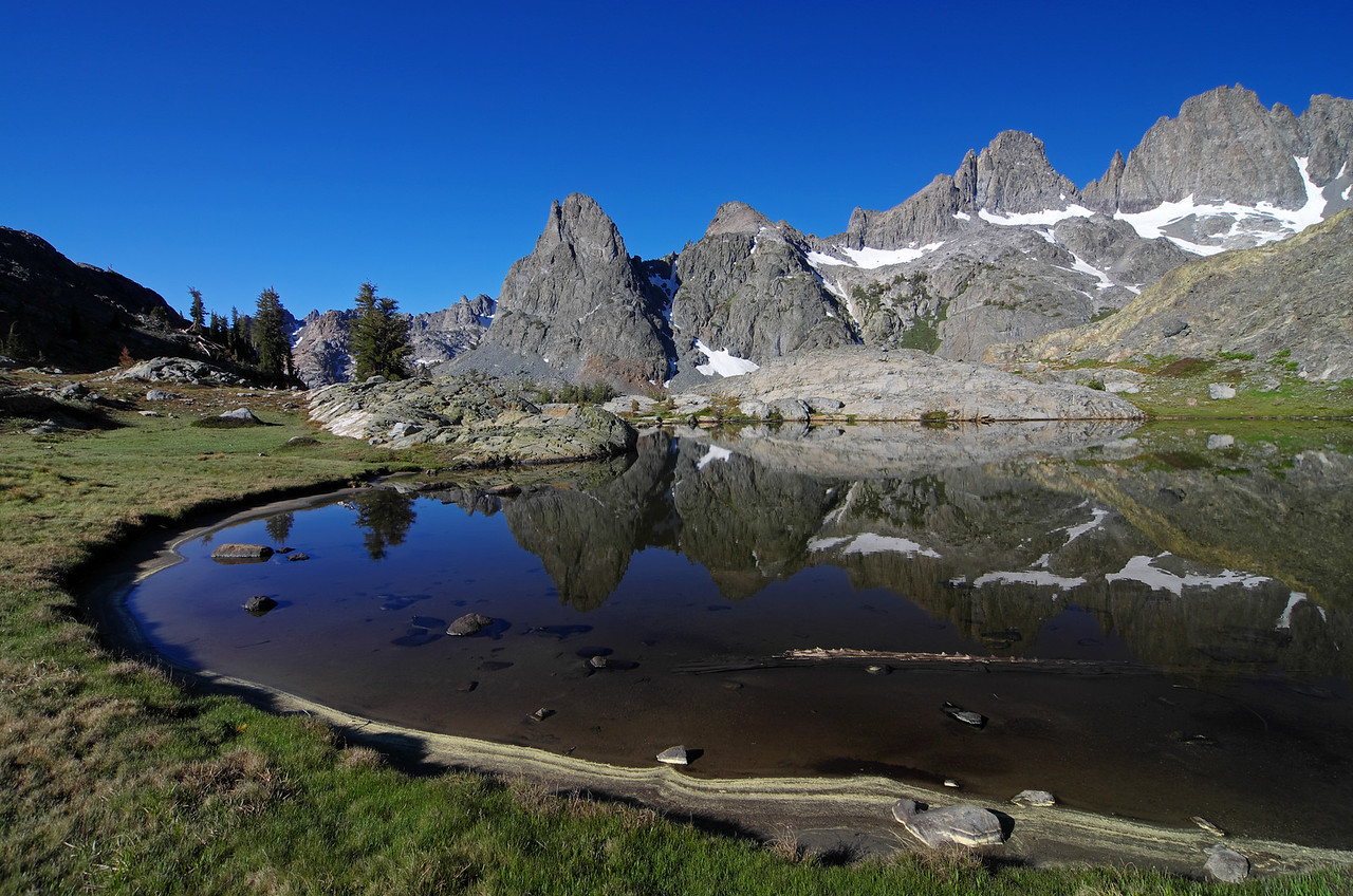 The pond above Minaret Lake.