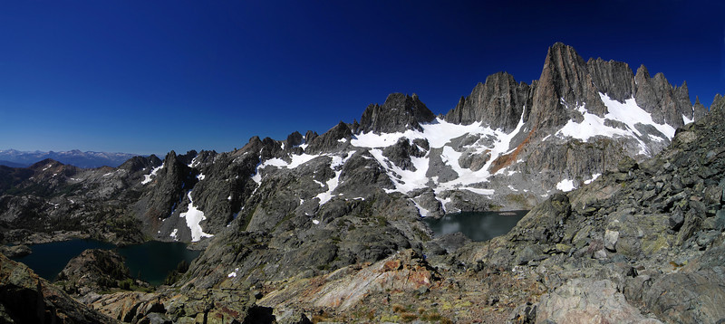 A nice panoramic view of the relationship between Minaret Lake and Cecil Lake along my climb of Volcanic Ridge.