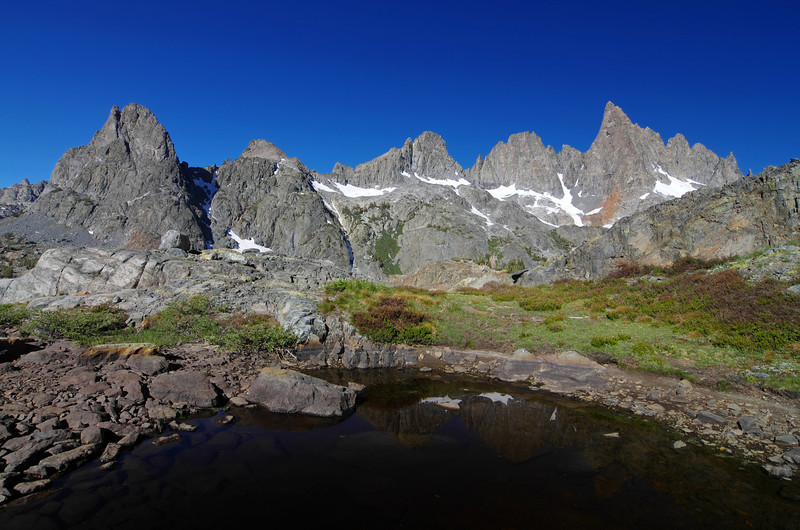 A small pool beneath the pond above Minaret Lake.