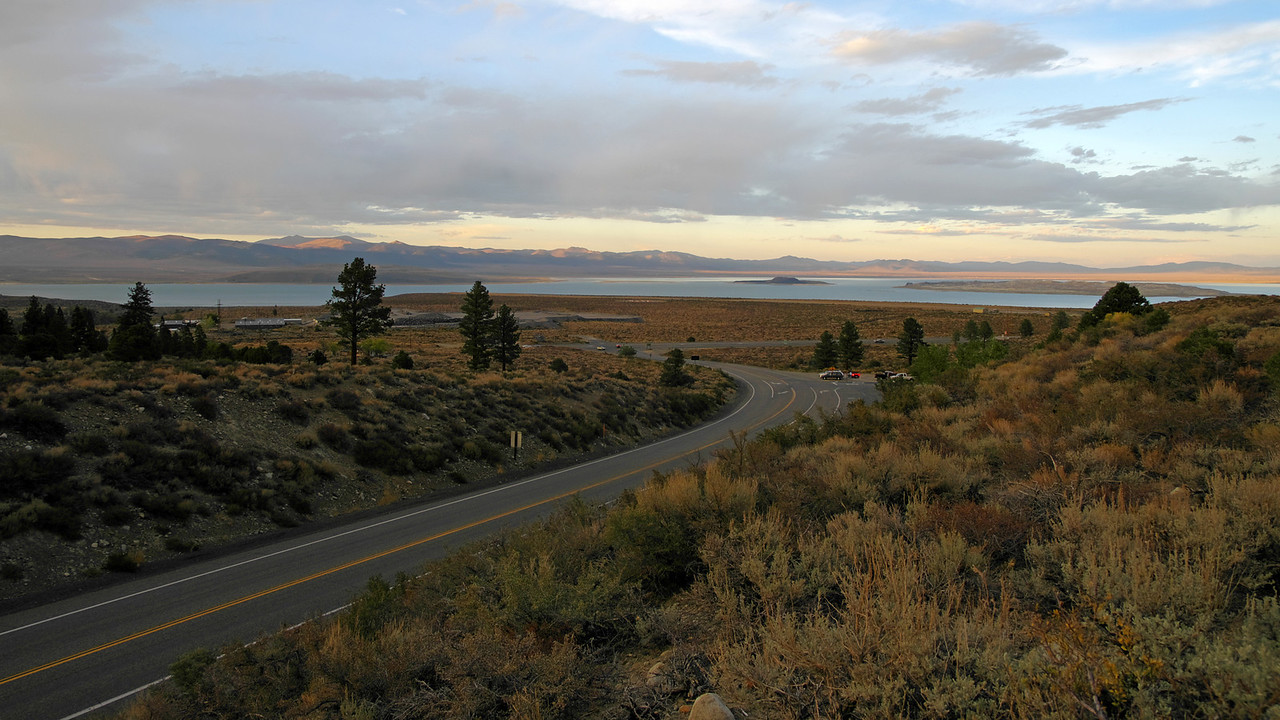 Hwy 120 T's into Hwy 395 with Mono Lake in the distance.