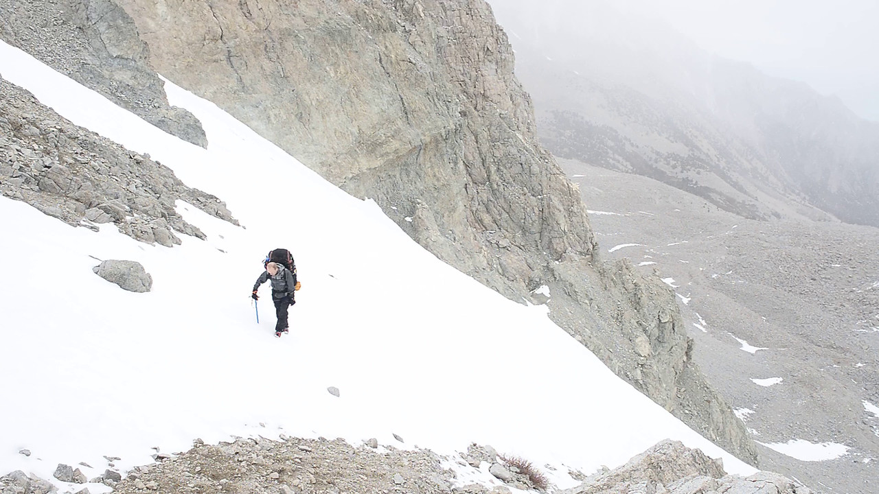 The snow really starts to intensify as Ben makes it to the Pass--Day 2