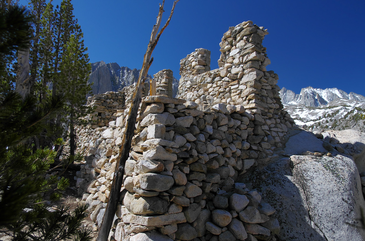 This structure sits around 10,775ft near a cliff overlooking the first three Big Pine lakes.