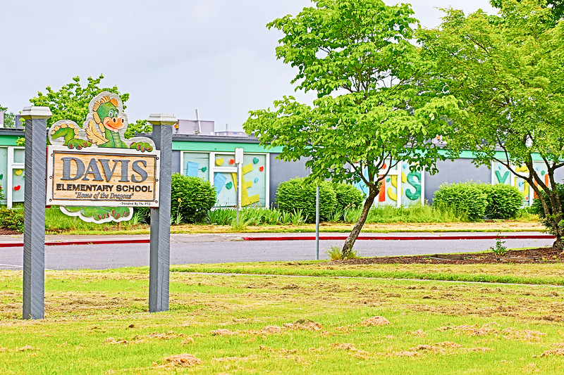"""Davis Elementary School sign with """"WE MISS YOU"""" in the background"""