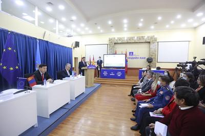 """2020 оны аравдугаар сарын 30. Коронавируст халдвар (COVID-19)-ын цар тахлын үр нөлөөг бууруулах, үндэсний хариу арга хэмжээ, бэлэн байдлыг бэхжүүлэхэд Европын холбооноос Монгол Улсад дэмжлэг үзүүлнэ. Өнөөдөр Европын холбоо Эрүүл мэндийн яам, Дэлхийн Эрүүл Мэндийн Байгууллагатай хамтран """"COVID-19 цар тахлын эсрэг Монгол Улсын хариу арга хэмжээ"""" хамтарсан төслийн албан ёсны нээлтийн үйл ажиллагаа боллоо.  ГЭРЭЛ ЗУРГИЙГ Г.ӨНӨБОЛД/MPA"""