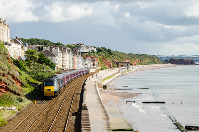 43183 leads with GWR green liveried 43194 on the rear as the 1A15 09:18 Paignton to Paddington via Bristol heads away from the Dawlish stop