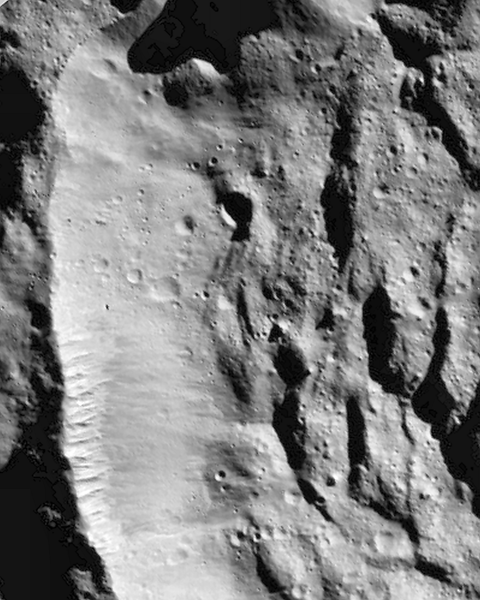 The peculiar rim of  crater  Sekhet