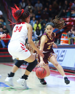 Robertson and  Santa Fe Indian School  face off for the 3A Championship game  at  The Pit on March 15, 2019.  Robertson beat Santa Fe Indian School 62-46.   Gabriela Campos/The  New Mexican
