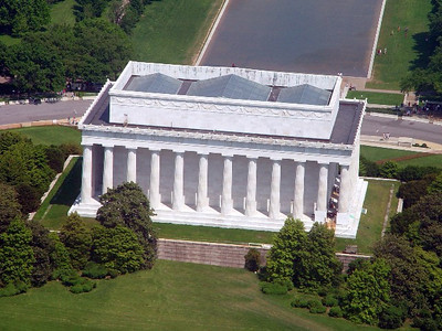Our flight takes us over the Lincoln Memorial.