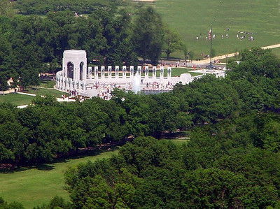 We get a glimpse of the WWII Memorial as our flight continues on its approach path to National Airport.