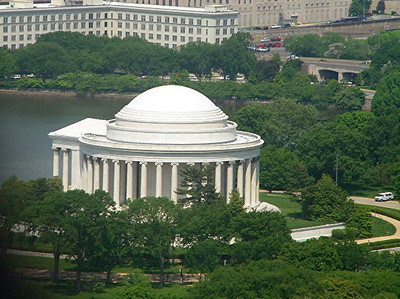 ... and here's a glimpse of Jefferson Memorial.
