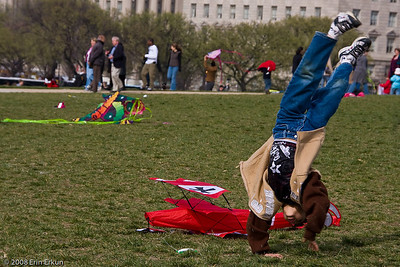 "What does a ""wanna-be Red Baron"" at the Smithsonian Kite Festival do while he's waiting for the wind to pick up?"