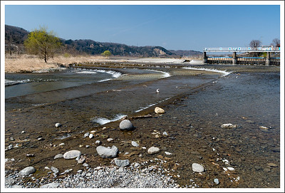 This is the Tama river with a sluice gate that helps to control the aqueduct water level. They have preserved the old style of the sluice gate, replacing as few parts as possible with concrete.  I didn't take any pictures of the aqueduct itself because I didn't think it was very pretty.  Seishi has several, though.