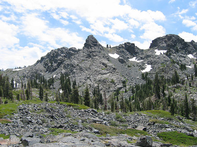 Northern view of Black Buttes ... looks interesting. Would we have gas in the tank to climb up there today?