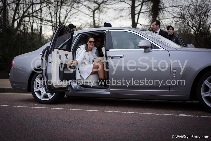 La blogueuse brésilienne Nicole Pinheiro en Rolls Royce. http://www.thefashionhall.com.br/