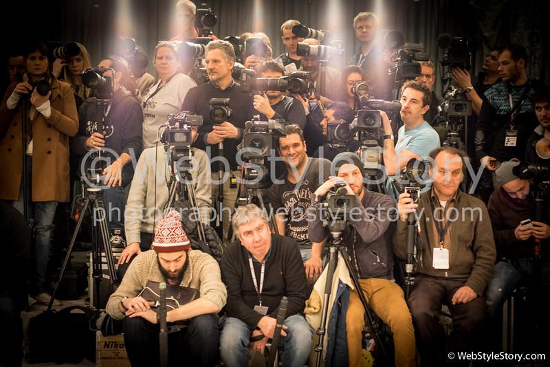 Photographes attendant le début du défilé.