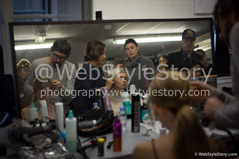 Backstage pendant la fashion week.