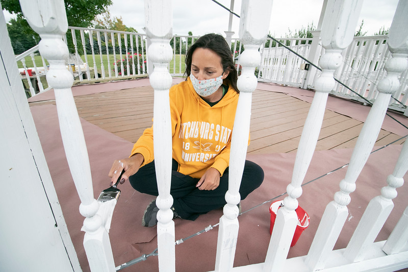 The 25th annual United Way Day of Caring was held on Friday, September 18, 2020. Many came out to volunteer to help work on projects in North Central Massachusetts. Helping paint the gazebo at Sholan Farms in Leominster is Limari Rivera who works at Fitchburg State University. SENTINEL & ENTERPRISE/JOHN LOVE