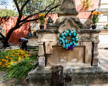 Day of the Dead preparations at San Juan de Dios cemetery