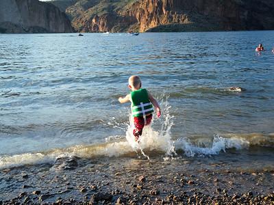 Splashing in the wake